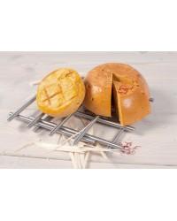 Сыр домашний твёрдый копчёный со специями