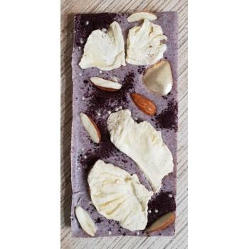 Черничный шоколад с миндалем и сублимированным манго